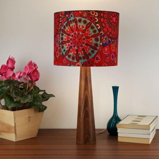 lampa drewniana., lampa stołowa, abażur czerwony