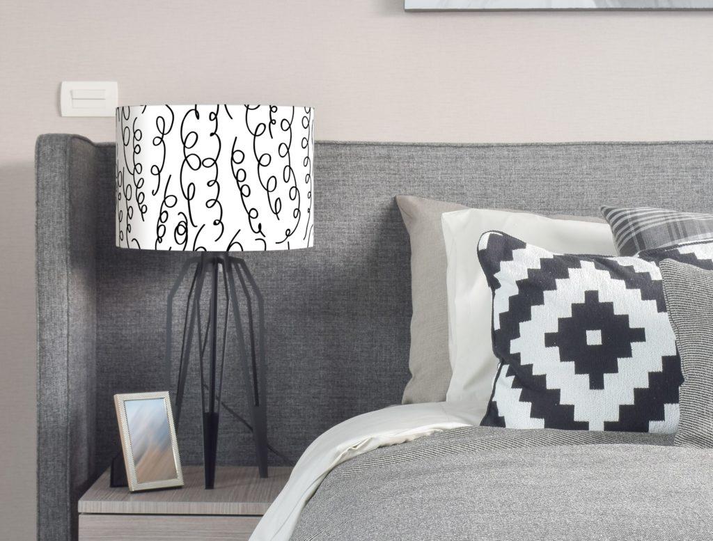 abażur czarno-biały do lampy nocnej, stołowej