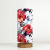 lampa stołowa z abażurem w kwiaty
