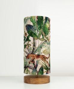 lampa stołowa z abażurem we wzór tropikalny