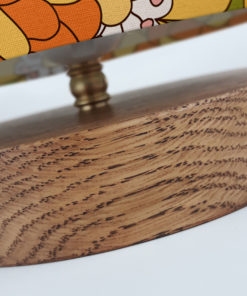 Lampa stołowa drewniana z abażurem we wzór retro