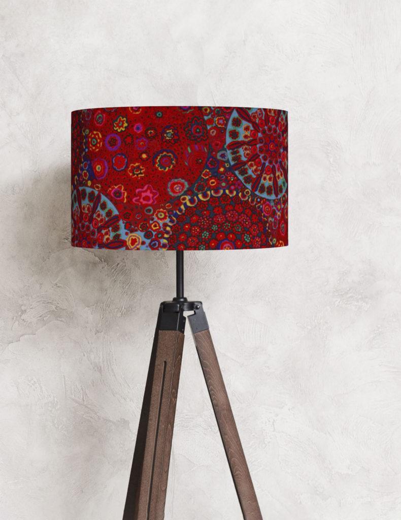 czerwony abażur w kształcie walca do lampy podłogowej