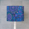 abażur niebieski na lampę stołową walec