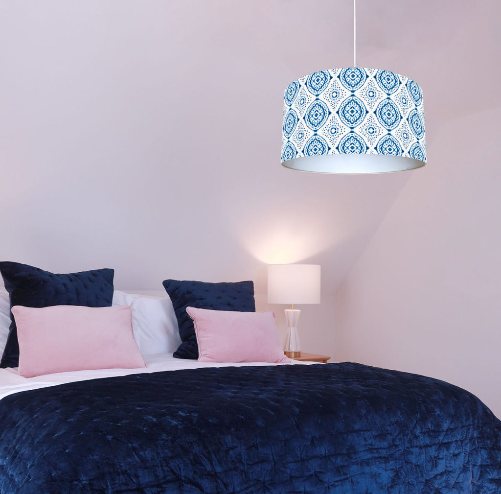 abażur z materiału na lampę sufitową biało-niebieski