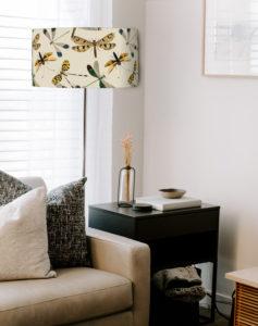 abażur na lampę stojącą beżowy w ważki
