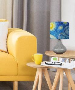 lampa z ceramiczną podstawą i niebieskim abażurem