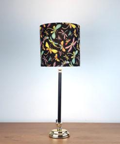 lampa stołowa z abażurem z metalową podstawą czarna