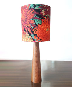 lampa stołowa drewniana z abażurem