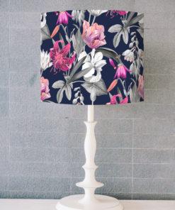 abażur granatowy w kwiaty do lampy stołowej walec