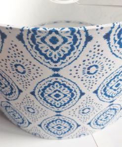 abażur biały w niebieski wzór ikat kwiaty do lampy podłogowej z materiału kształt cylindra