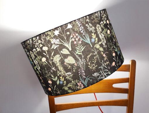 abażur czarny w kwiaty do lampy podłogowej stojącej