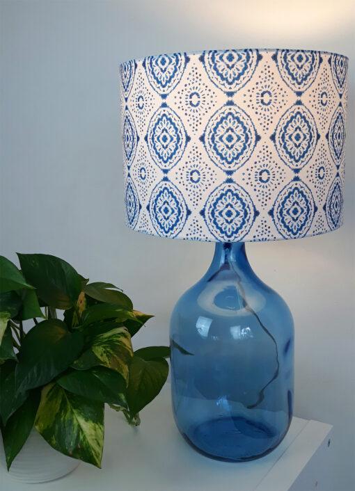 abażur biało-niebieski na lampe