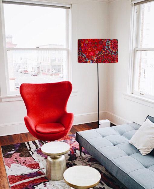 abażur czerwony na lampe podłogowa cylinder