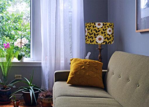 abażur do lampy stołowej w kwiaty kolor musztardowy