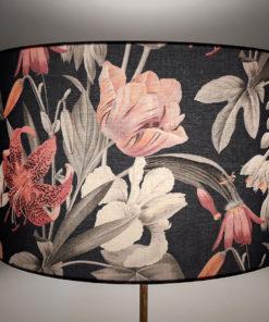 abażur granatowy na lampę stojącą w kwiaty