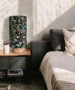 lampa nocna dekoracyjna z czarnym abażurem w kwiaty