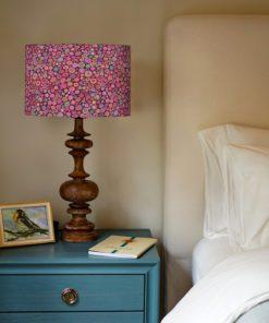 abażur w kwiaty różowe do lampy stołowej
