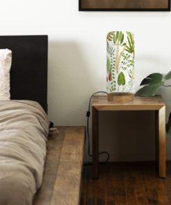 lampa drewniana z abażurem paprocie